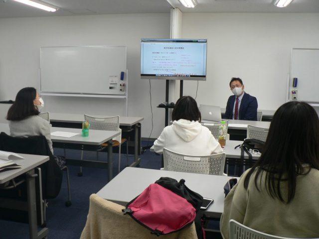 進学コース担当:小論文講義